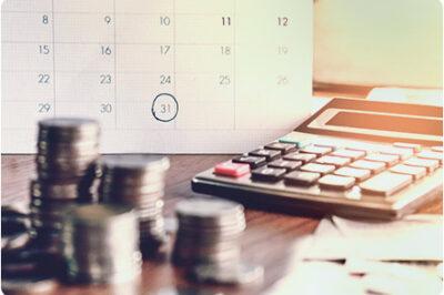 Mynt och en miniräknare