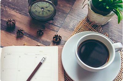 Kaffe och anteckningsblock